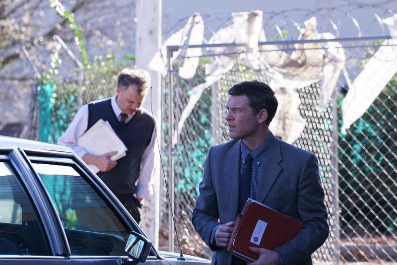 山姆沃辛頓飾演FBI側寫員吉姆,從一個菜鳥被徵召加入辦案,試圖找出各種蛛絲馬跡拼湊凶手身分,最後也完全走入了凶手的內心黑暗世界。(Netflix)