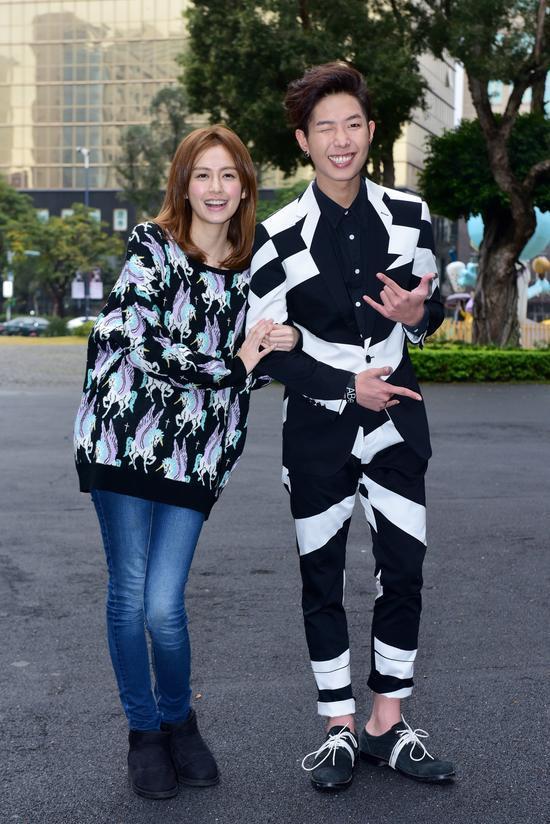 金韓一來台發片時,曾找來好友袁艾菲現身記者會站台。(翻攝自網路)