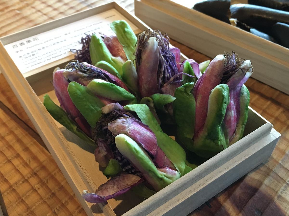其中還用到百香果花,發揮單一食材的多運用性。