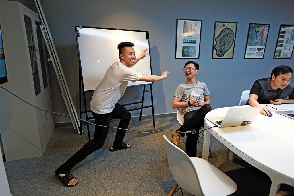 簡子復曾在節目《大學生了沒》當固定班底,常不按牌理出牌,在合夥人鍾育欣與吳明光眼中是開心果。