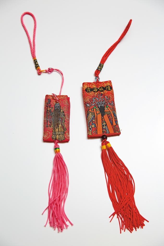 從台灣霞海城隍廟求來的月老符,只贈不賣,專門送給極度缺乏桃花的單身粉絲。
