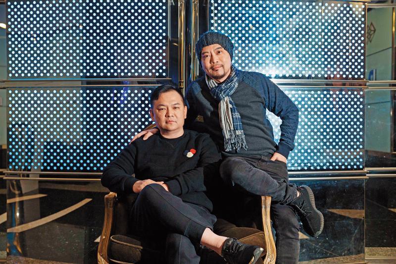 張威縯(左)小時候因為家裡欠債,他一度被迫與兄弟姐妹分開,如今弟弟張文旗(右)是他的左右手,兄弟倆一起打天下。