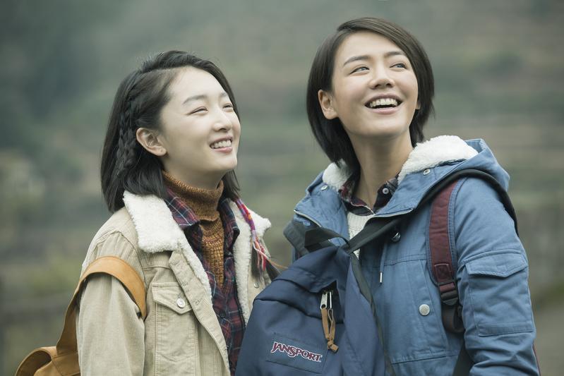 周冬雨(左)與馬思純(右),演活了閨蜜間幽微不透終至互相了解的心思。(甲上提供)