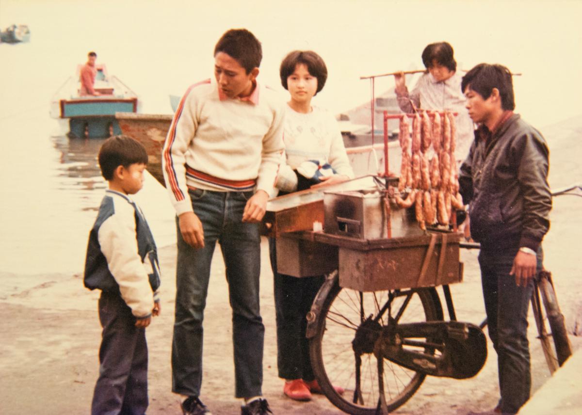 電影《小畢的故事》裡,顏正國(左1)飾演鈕承澤(左2)的弟弟,雙頰白白胖胖的,非常可愛。(顏正國提供)