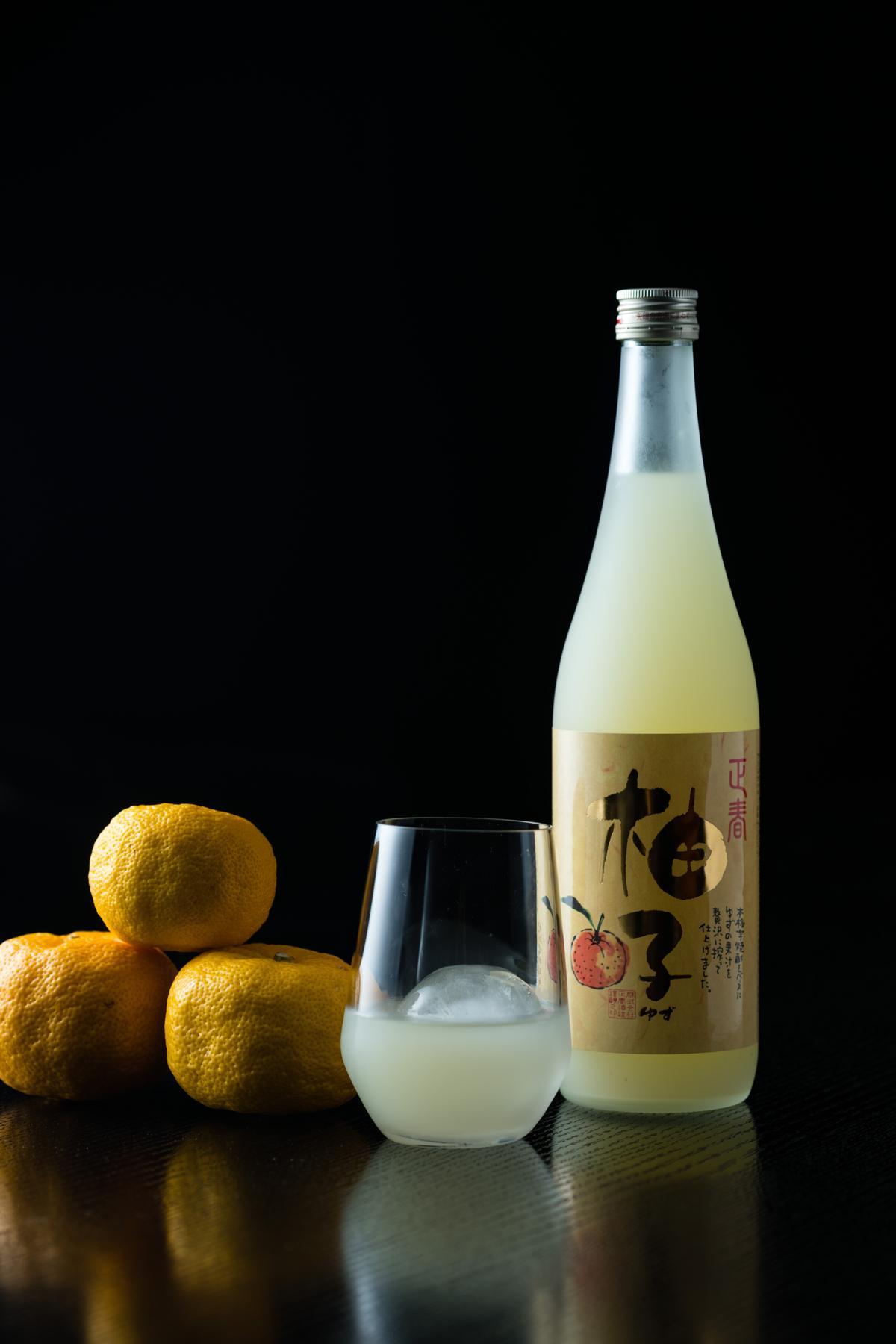 「經典柚子酒」的柚香濃郁,入口稍甜,尾韻有柚子的酸香。(1,090元/720ml)