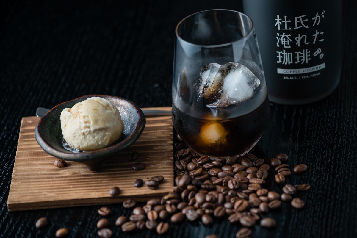 「珈琲酒」一入口,先苦後甘,最後深焙豆的焦香會充滿鼻腔。(1,050元/720ml)