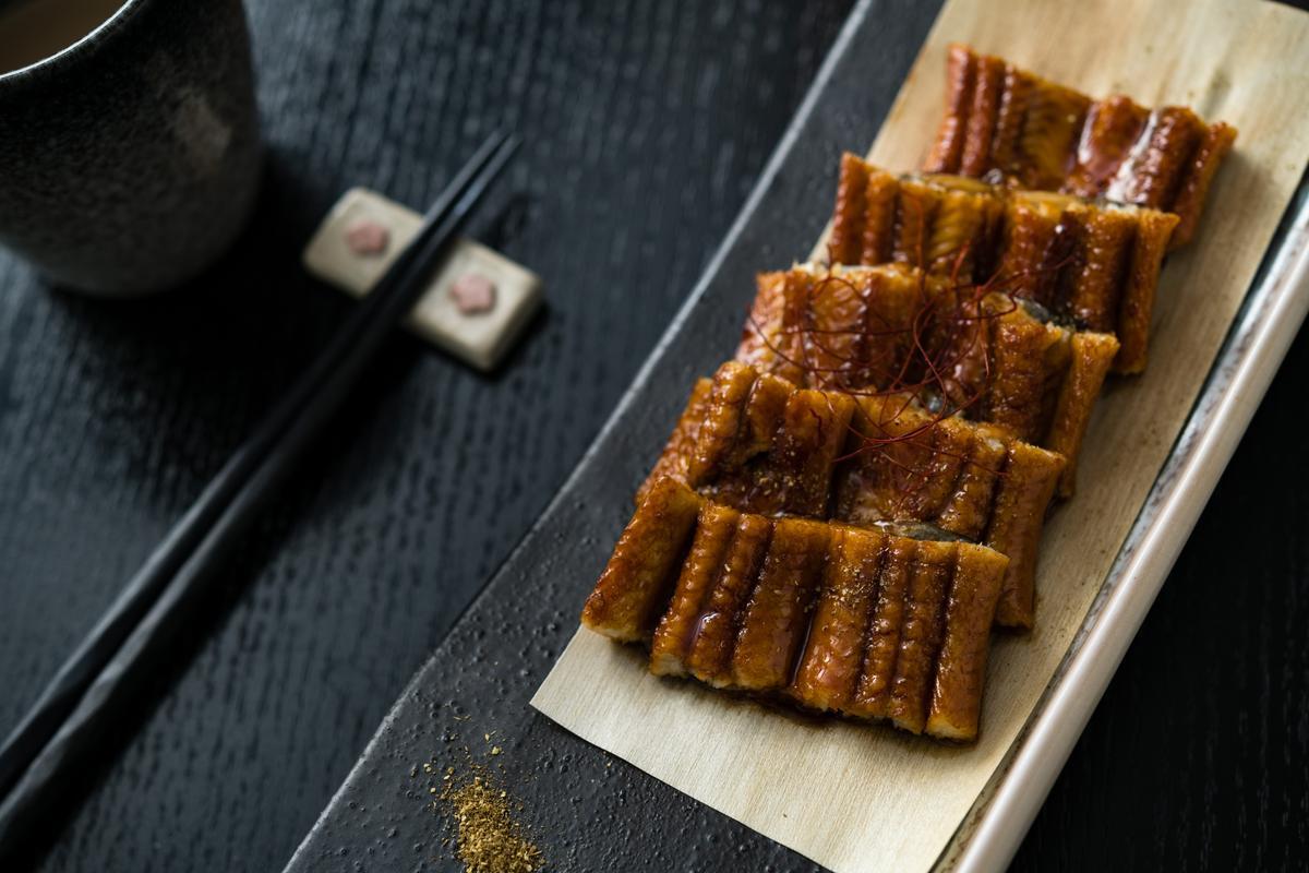 「烤鰻魚」的肉質腴嫩黏口、醬香迷人。(2,500元套餐菜色)