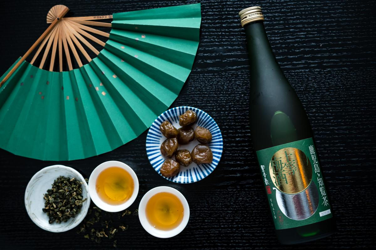 「上等梅酒知覽茶」一入喉有綠茶的甘味,梅果香氣會慢慢釋放,餘韻不絕。(1,050元/720ml)