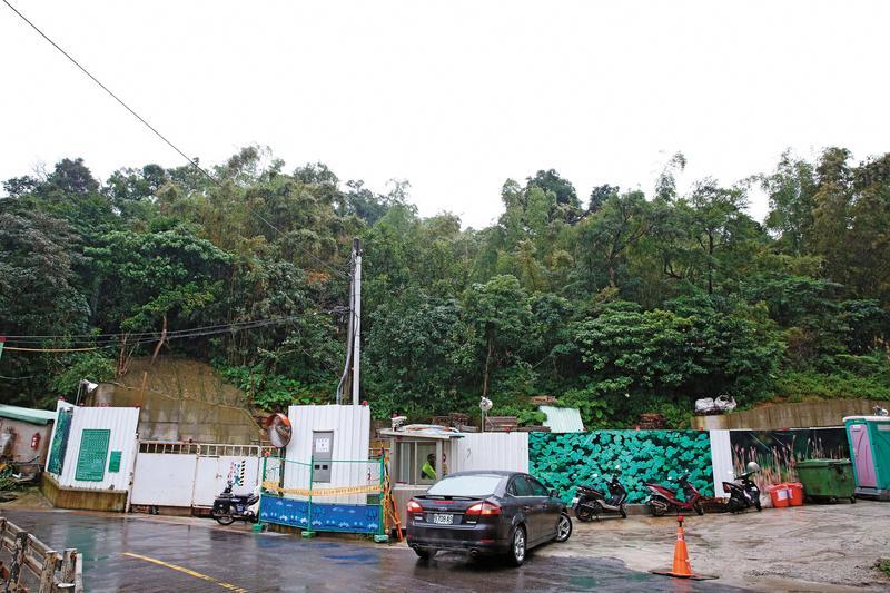 黃進春想以台北市文山區海巡署後方的山坡地抵債,遭債主打槍。