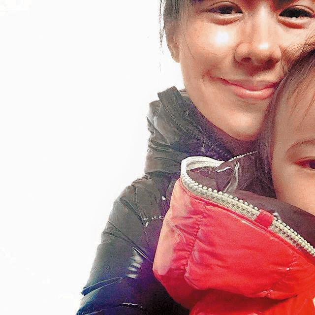 生了兩個女兒的林嘉欣,時間幾乎都花在教育與陪伴小孩。(翻攝自林嘉欣IG)