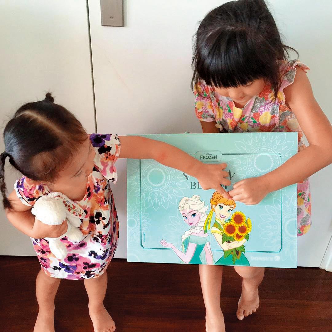 林嘉欣很愛小孩,經常分享與女兒相處的點滴,還出了故事繪本。(翻攝自林嘉欣IG)