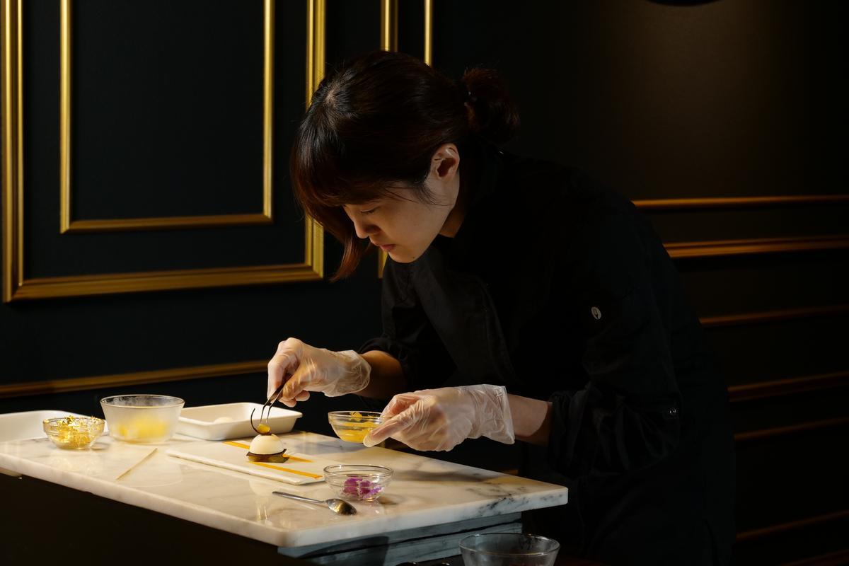 私人會所希望讓巧克力甜點在最佳溫度、順序和環境裡在桌邊呈現給客人。