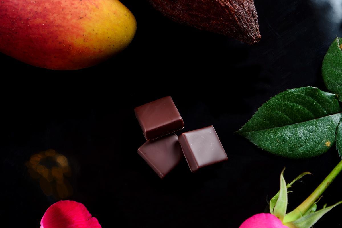 夾心巧克力「台灣」有芒果、鳯梨等熱帶水果風味。(85元/單片)