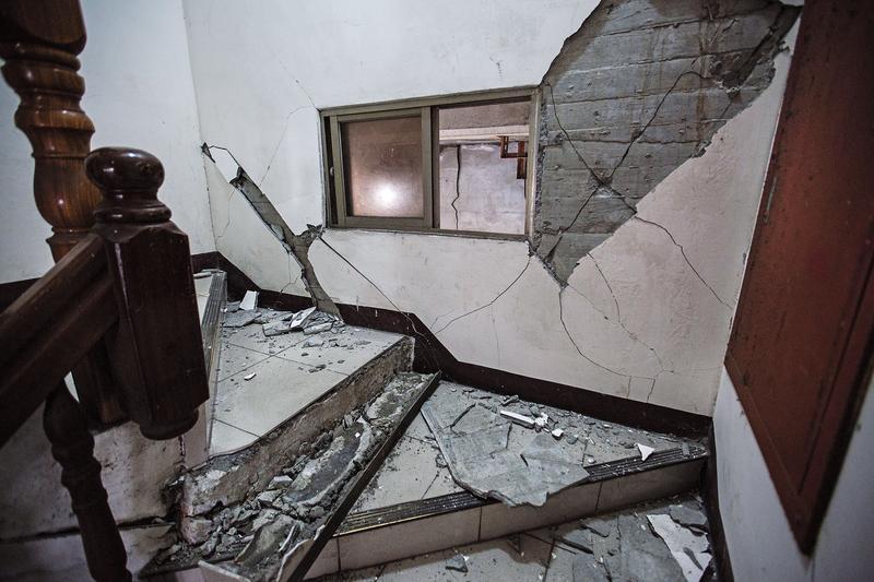 國盛六街住戶幸運地逃過死劫,但昔日家園成為殘磚破瓦,任誰都無法接受。