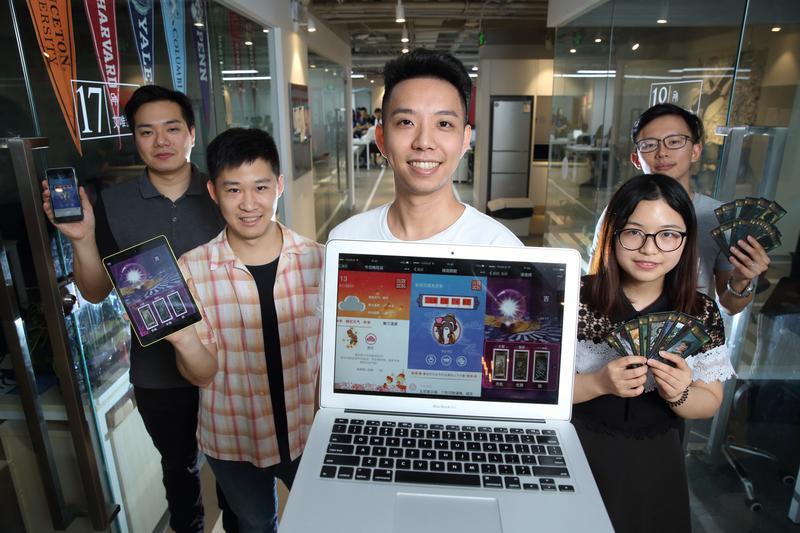 率領台灣團隊赴北京創業,簡子復(中)建議,要在互聯網領域創業,不如先進大陸企業上班。
