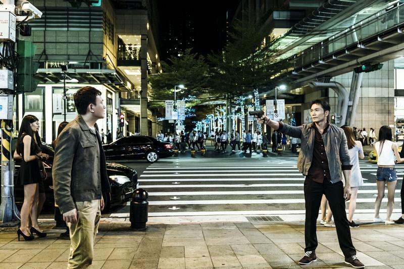 王識賢與鄒兆龍在片中原本是一對好友,友情卻在理念和利益考驗下變質,兩人也從兄弟變成死對頭。(理大國際多媒體提供)