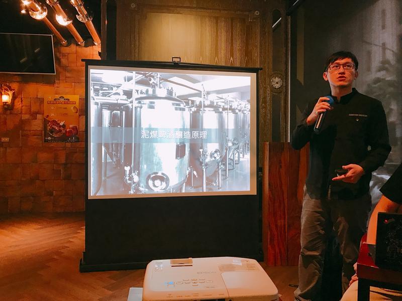 掌門精釀首席釀酒師張鈞凱說有3撇步可以避免買到不新鮮的啤酒,包括買製造日期3個月內,不買常溫陳列以及非咖啡或黑色玻璃瓶裝啤酒。