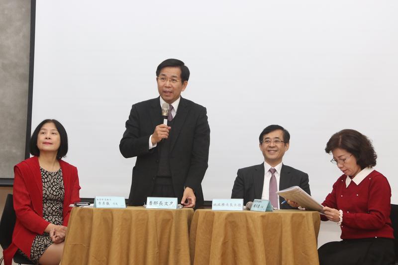教育部搶在小年夜前夕公布高教深耕計畫名單,由教育部長潘文忠親自宣布。(教育部提供)