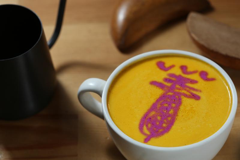「NineSky九天」的廟公女兒獨創「符令咖啡」,展現年輕創意。(168元/杯)