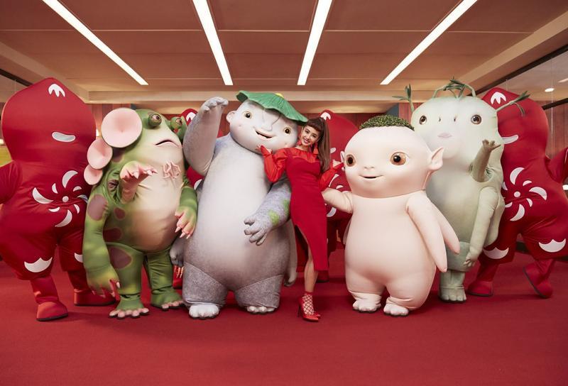 蔡依林為電影《捉妖記2》演唱主題曲〈什麼什麼〉,電影在中國大賣,連帶帶動蔡依林的氣勢。(摘自蔡依林臉書)