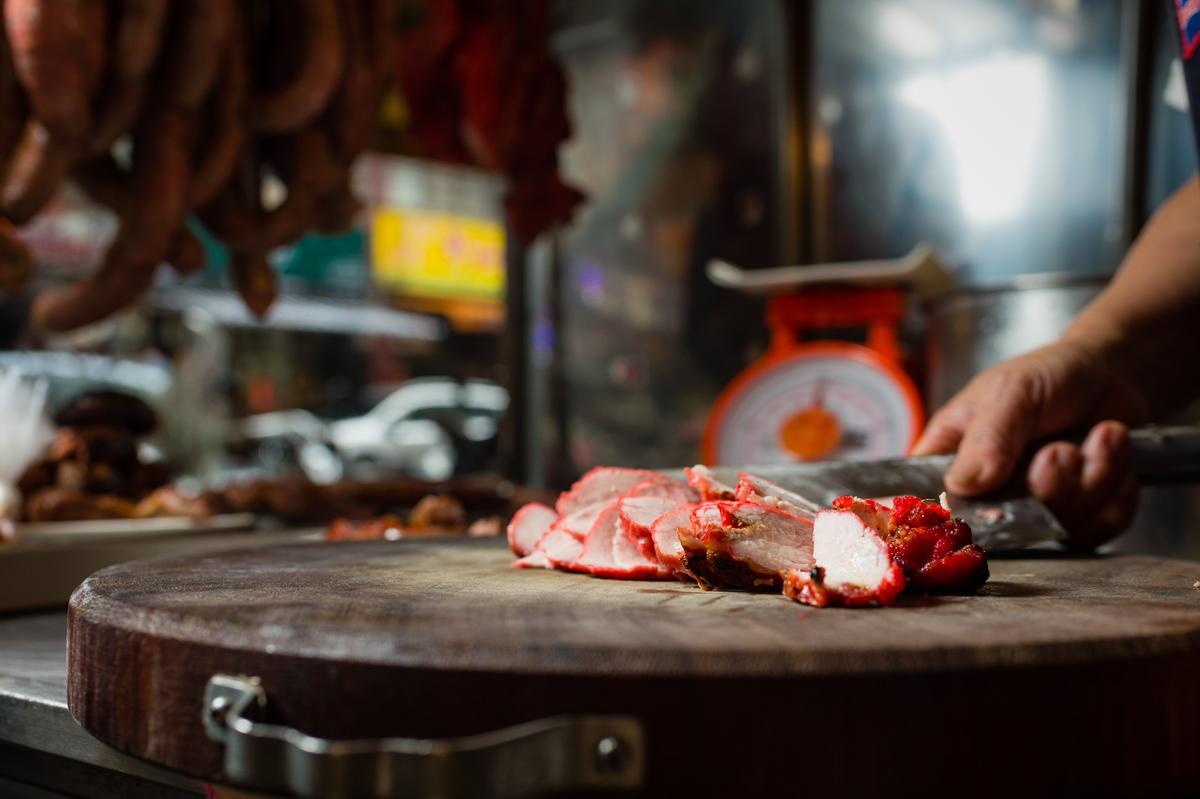 老闆娘的紅燒肉也是人氣商品。(240元/斤)