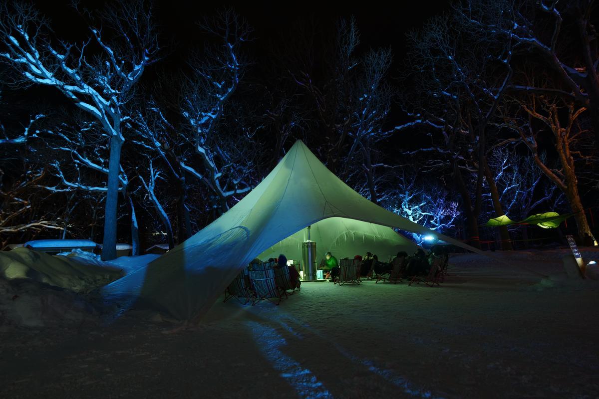 帳篷內定時舉行自然講座。