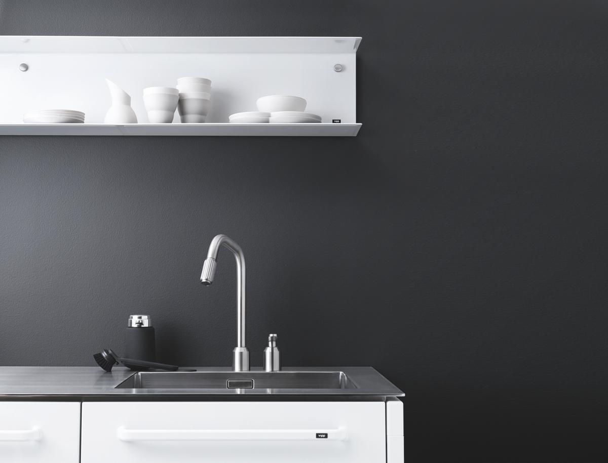 從瓦斯爐的開關到流理台的水龍頭,都是Vipp的獨門設計。(森/CASA提供)