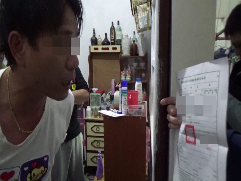 當警方持搜索票登門查緝時,黃嫌還辯稱自己沒有犯案。(警方提供)