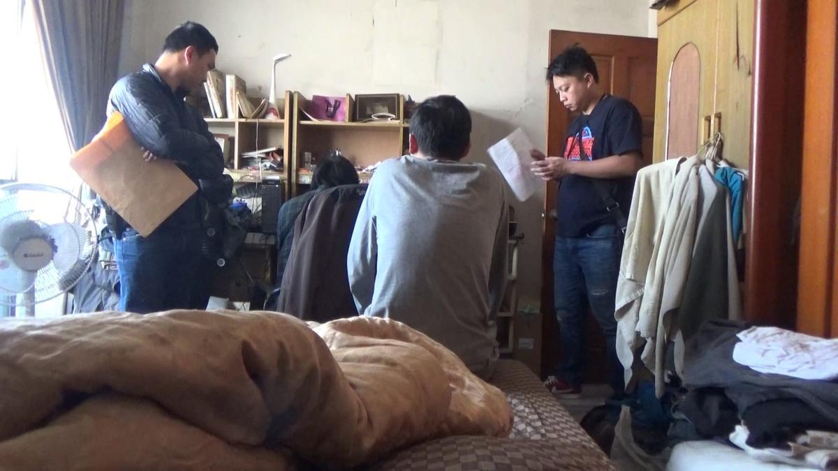 警方在詐騙機房內,找到正在詐騙中國民眾的王嫌等人。(刑事局提供)