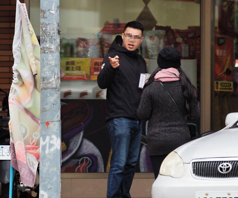 賣家小慧在海安路附近超商與千尋員工見面、投稿。