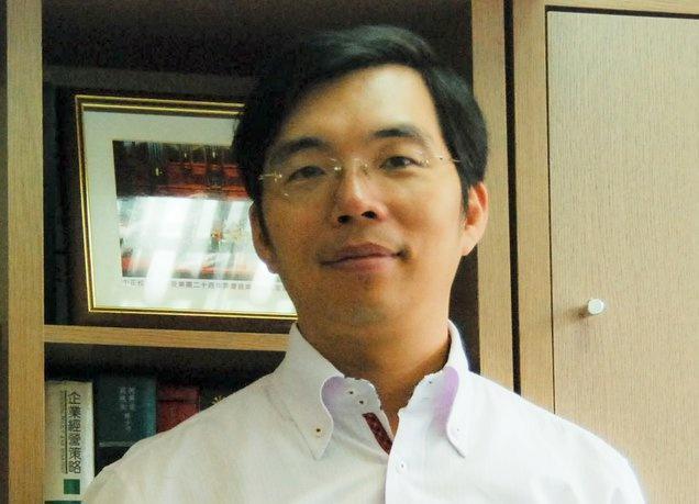 民進黨新聞輿情部主任孟義超今酒駕肇事被警方逮捕。(翻攝自孟義超臉書)