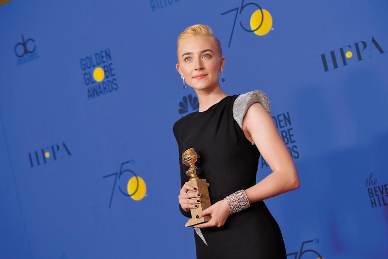 瑟夏羅南從出道就獲得矚目,今年以《淑女鳥》獲得金球獎音樂喜劇類女主角,還和梅莉史翠普一起入圍奧斯卡。(東方IC)