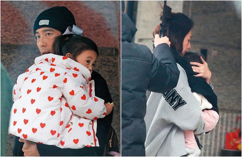 2月7日13:06,修杰楷一家四口現身中正區新建案,修杰楷抱著咘咘在騎樓下等待賈靜雯下車,賈靜雯(右)則用圍巾緊護著小女兒Bo妞下車,身旁工作人員貼身撐傘。