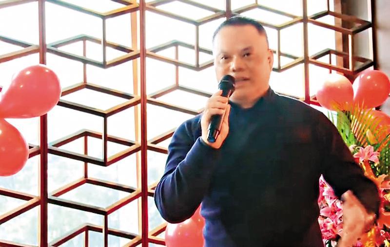 上海龍峰董事長任國龍繞道香港瘋狂買進大同,遭金管會查出是違法陸資,不但開罰並限期賣出持股。