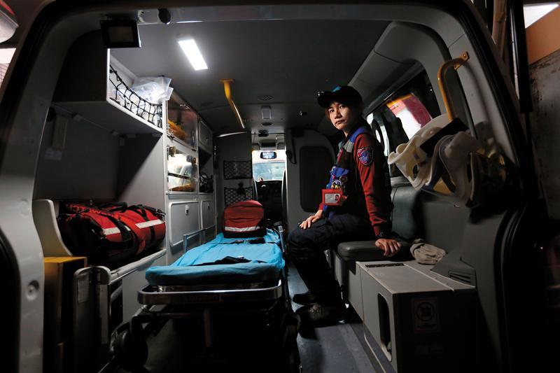 孫茹蕙加入鳳凰志工隊4年多,服務時數近4,000小時。看過無數生死交關的時刻,她最希望的是,救護資源不要被濫用。
