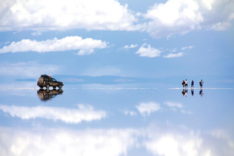 因媽媽夢想去中南美洲,太源晙和她二度踏上環遊世界之旅。圖為讓母子倆大為驚艷的烏尤尼鹽沼(EZ叢書館提供)。