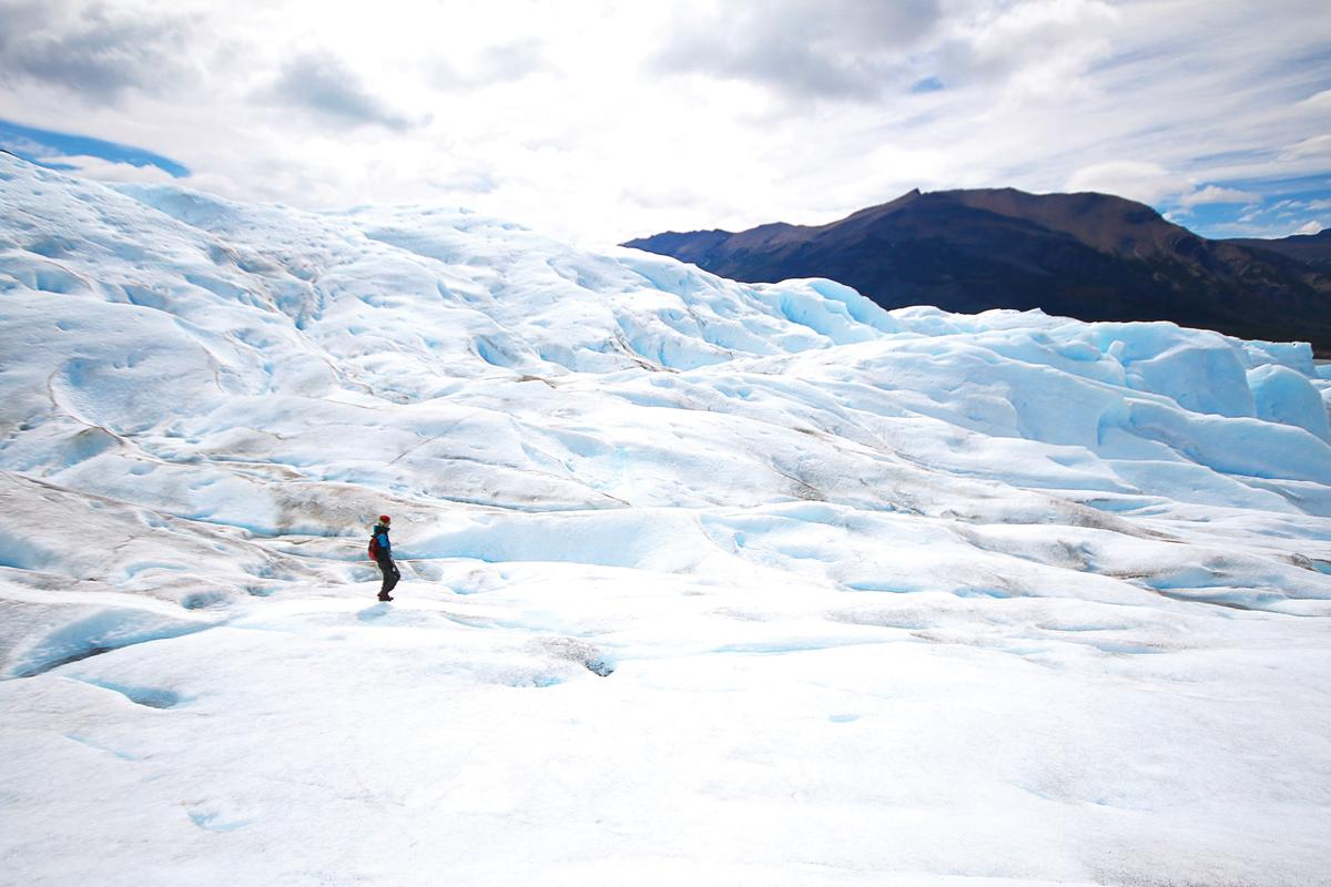 母子倆在中南美洲之旅中,把壯闊的冰山美景收進眼底。(EZ叢書館提供)