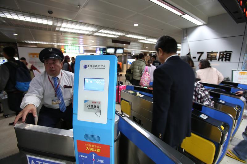不肖旅遊業者違法搶訂火車票,光是1年就搶走了35,000張。