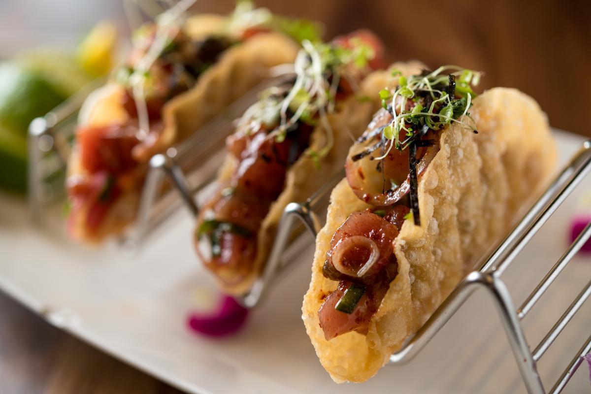 「生魚塔可」結合近來在美國火紅的夏威夷醃鮪魚(poke)與墨西哥玉米餅。(300元/份)