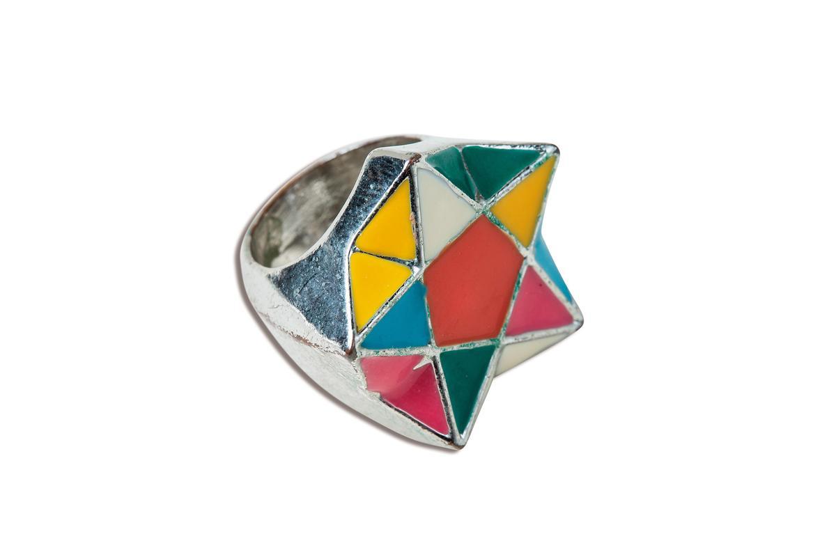 東區小店買的五色星星戒指,約NT$1,000。