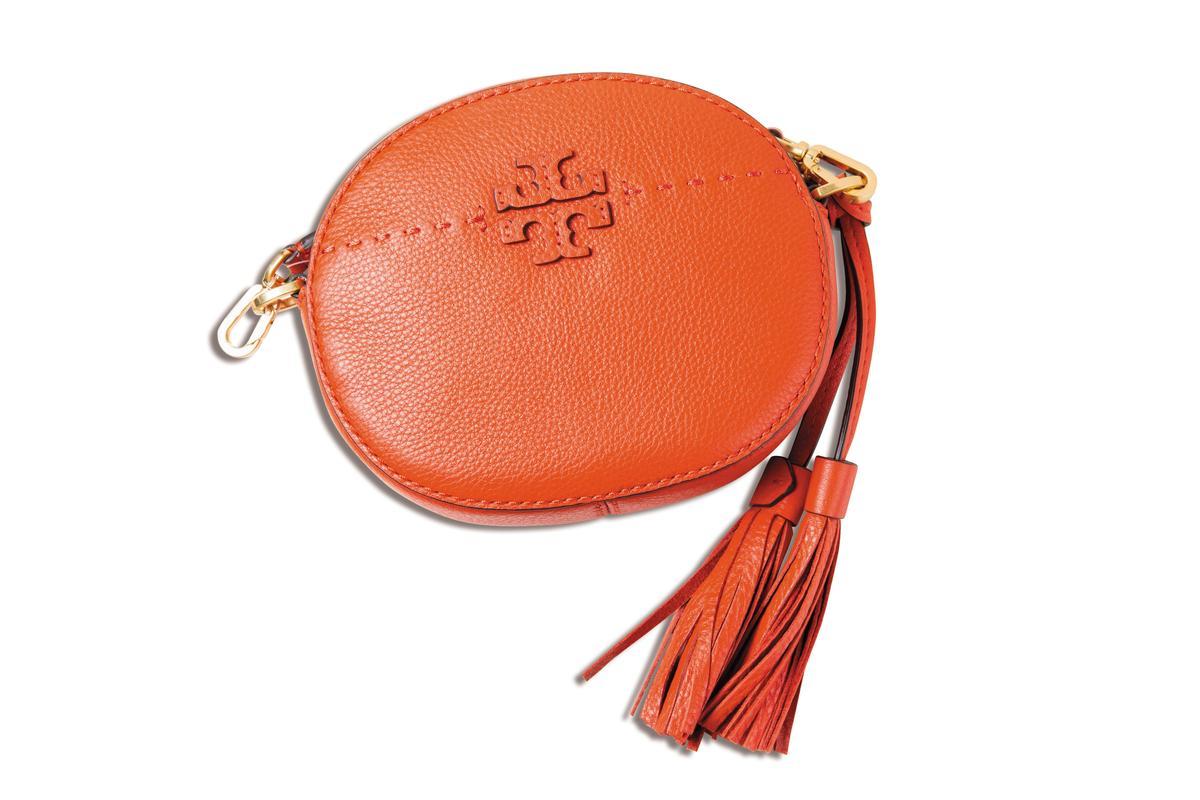 TORY BURCH橘色橢圓小包,NT$11,900。