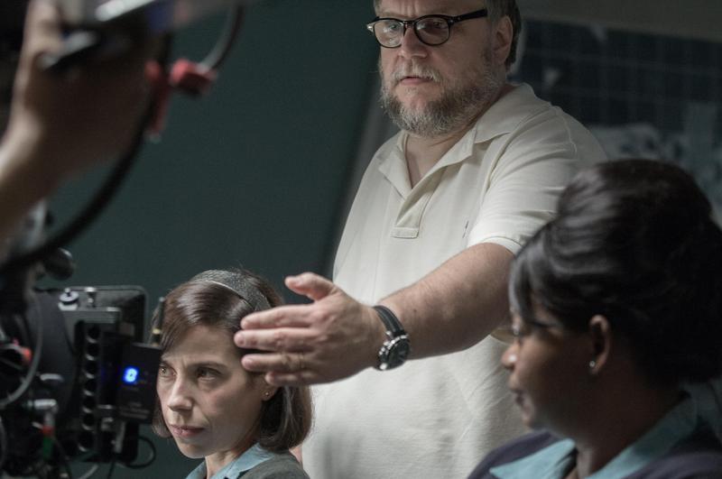 導演吉勒摩戴托羅不只酷愛怪物電影,對於古老電影風格改編為現代電影語言,更十分著迷,《水底情深》得獎實至名歸。(福斯電影提供)