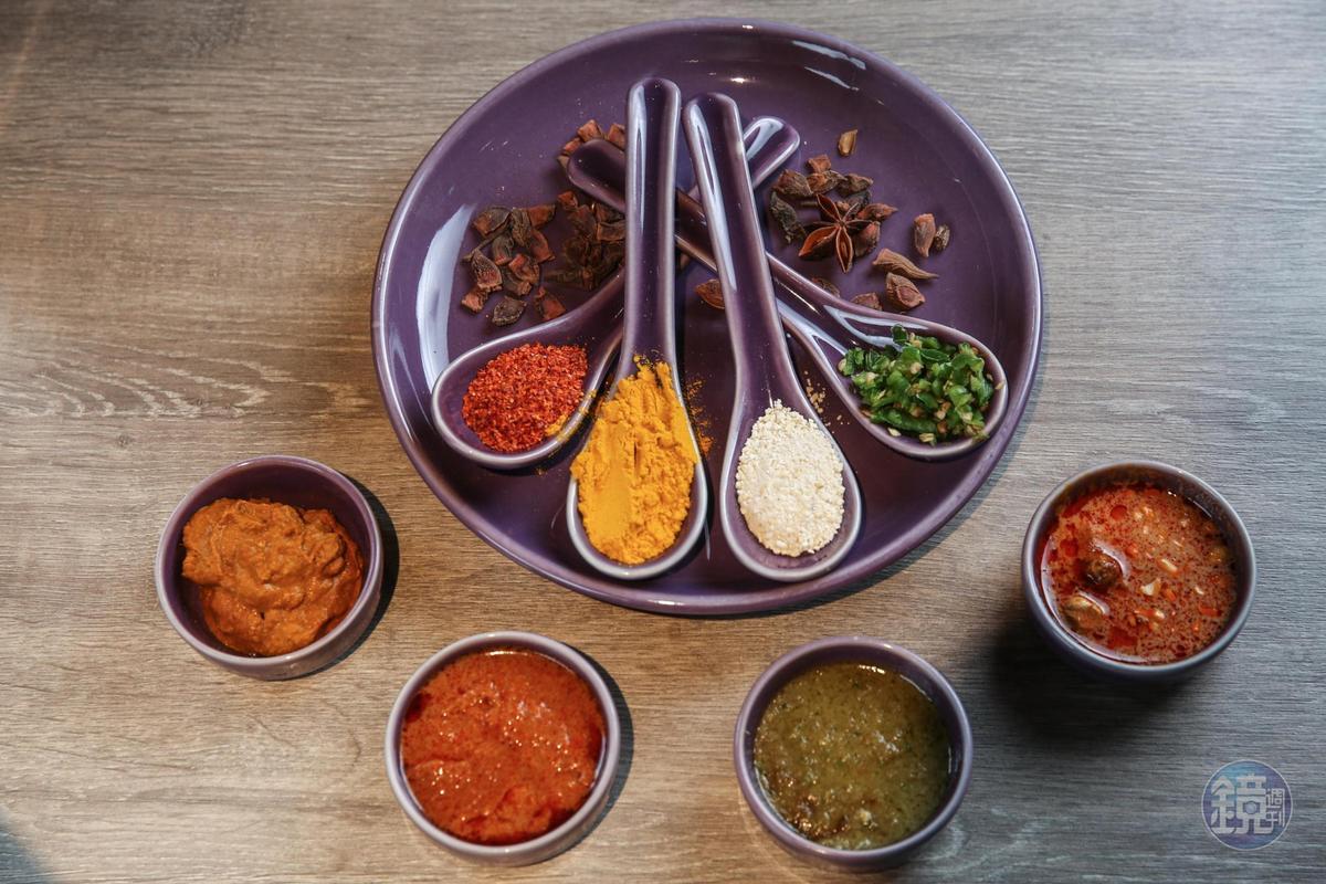 來自本店的獨家配方咖哩醬汁,會再加入香料烹煮調製。