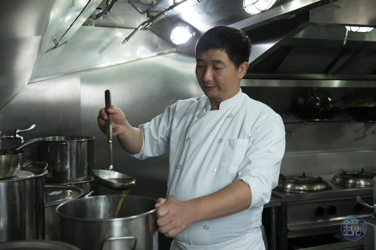 行政主廚劉偉華是馬來西亞華人,從竹北店一路至今,做的是道地家鄉味。