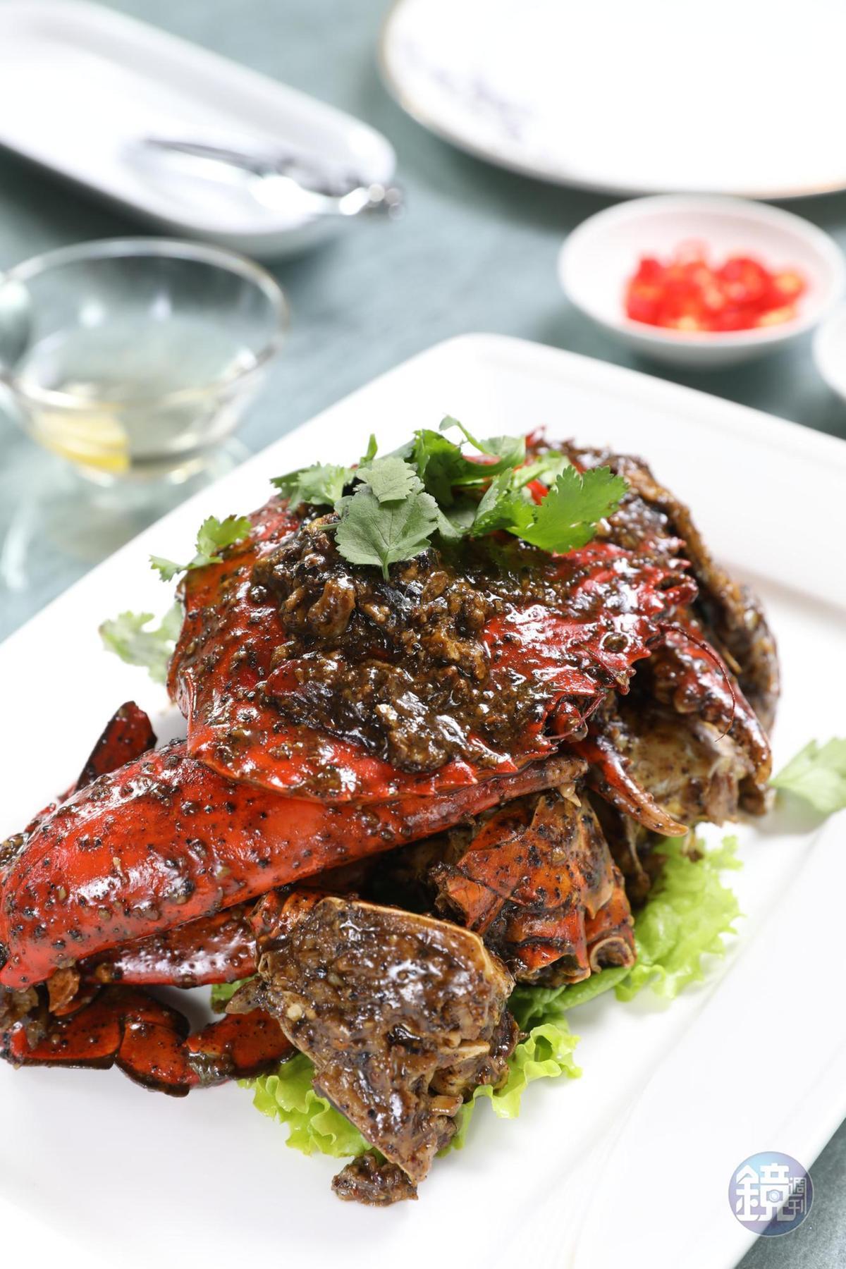 「珍寶黑胡椒」厚實沙公蟹肉吸飽黑胡椒醬汁,一口接一口,叫人吮指回味。(298元/100g,圖約1.1公斤,約3,278元。)