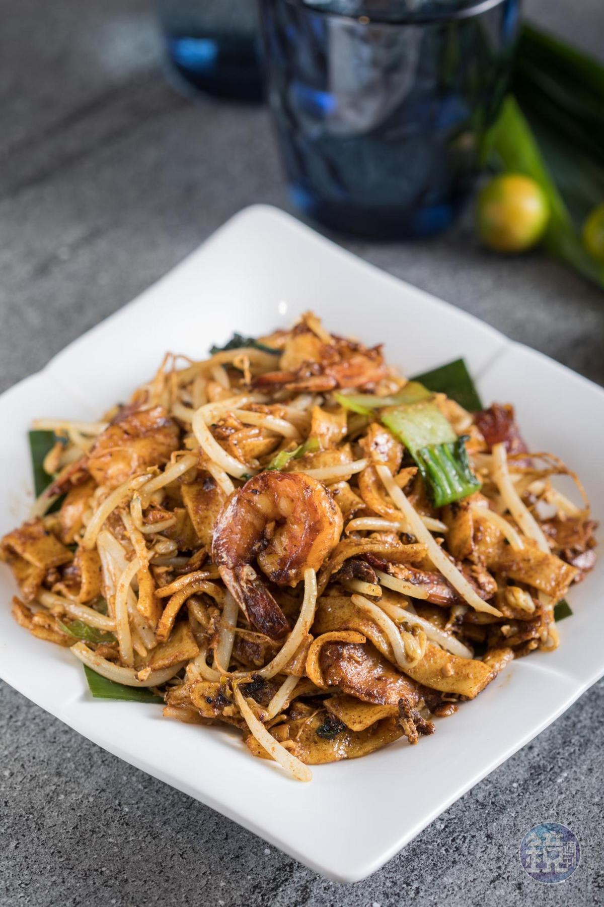 「檳城炒粿條」用自製豬油大火快炒粿條、臘腸,充滿迷人鑊氣。(280元/份)