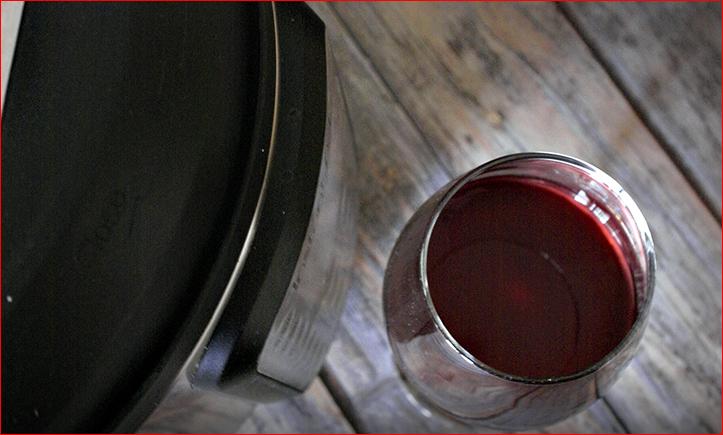許多網友對快鍋癡迷,自行研發各種食譜,連紅酒都自釀。(截自Food Service官網)