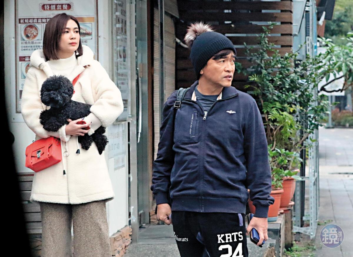 吳宗憲頭戴毛帽,穿著全身運動裝,顯得年輕不少。