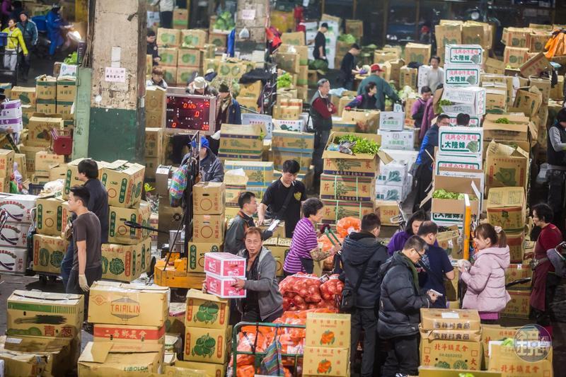 今年台北農產運銷公司因春節連續休假,造成菜價暴跌,明顯處置失當,應負直接責任。