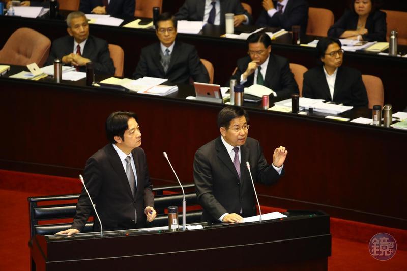 行政院長賴清德(左)與教育部長潘文忠(右)。